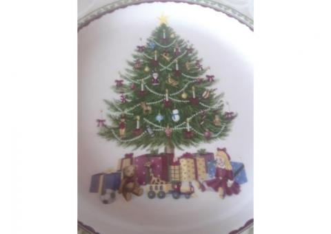"""Noble Excellence """"Holly Tree"""" Plates"""