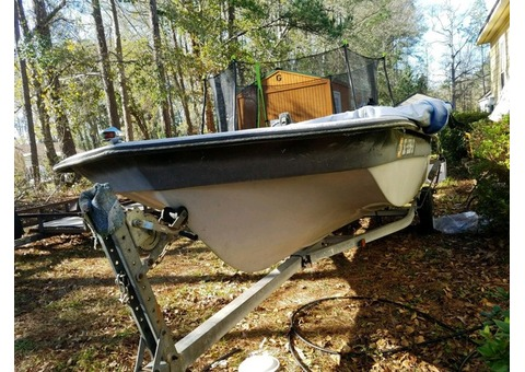 17' boat. Engine works great but needs a new foot