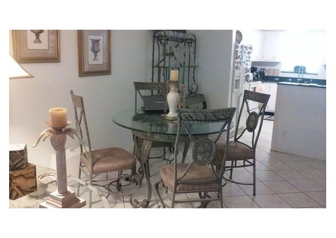 Dining table+bakers rack+4 chairs